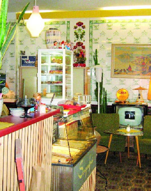 berlin highlights caf s and book stores suites culturelles. Black Bedroom Furniture Sets. Home Design Ideas