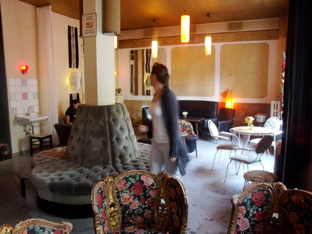 Berlin highlights caf s and book stores suites culturelles - Wohnzimmer bar ...