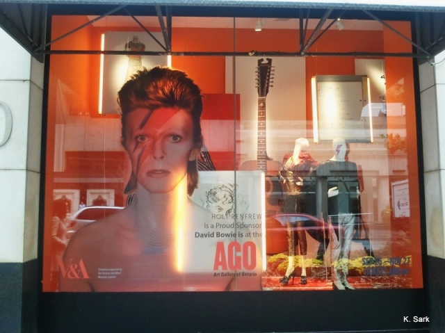 Holt Renfrew Bowie window display (photo by K.Sark)