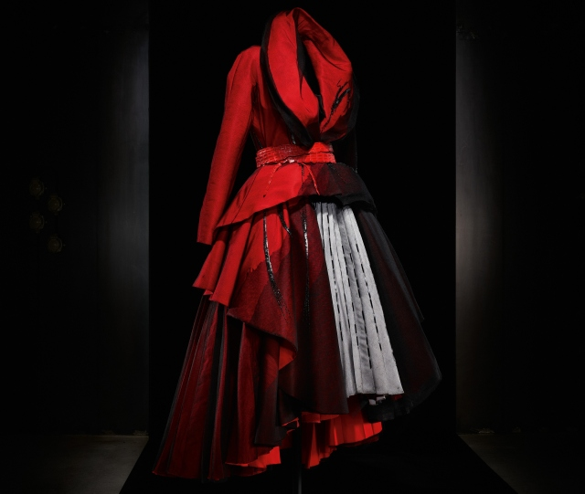 Haute Couture Collection / Spring Summer 2011 - Dior by John Galliano - Image courtesy of Laziz Hamani Paris, France