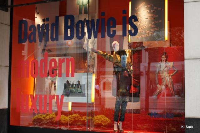 Holt Renfrew Bowie window display (photo by K.Sark)
