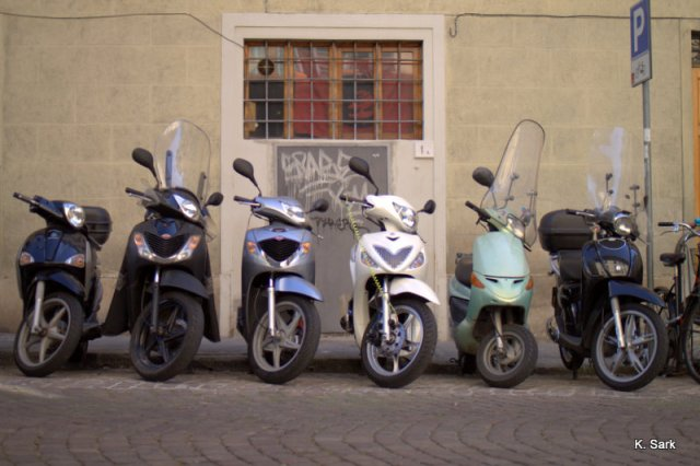 Vespas (photo by K.Sark)