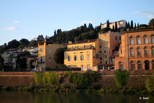Sunrise over the Arno River (photo by K.Sark)